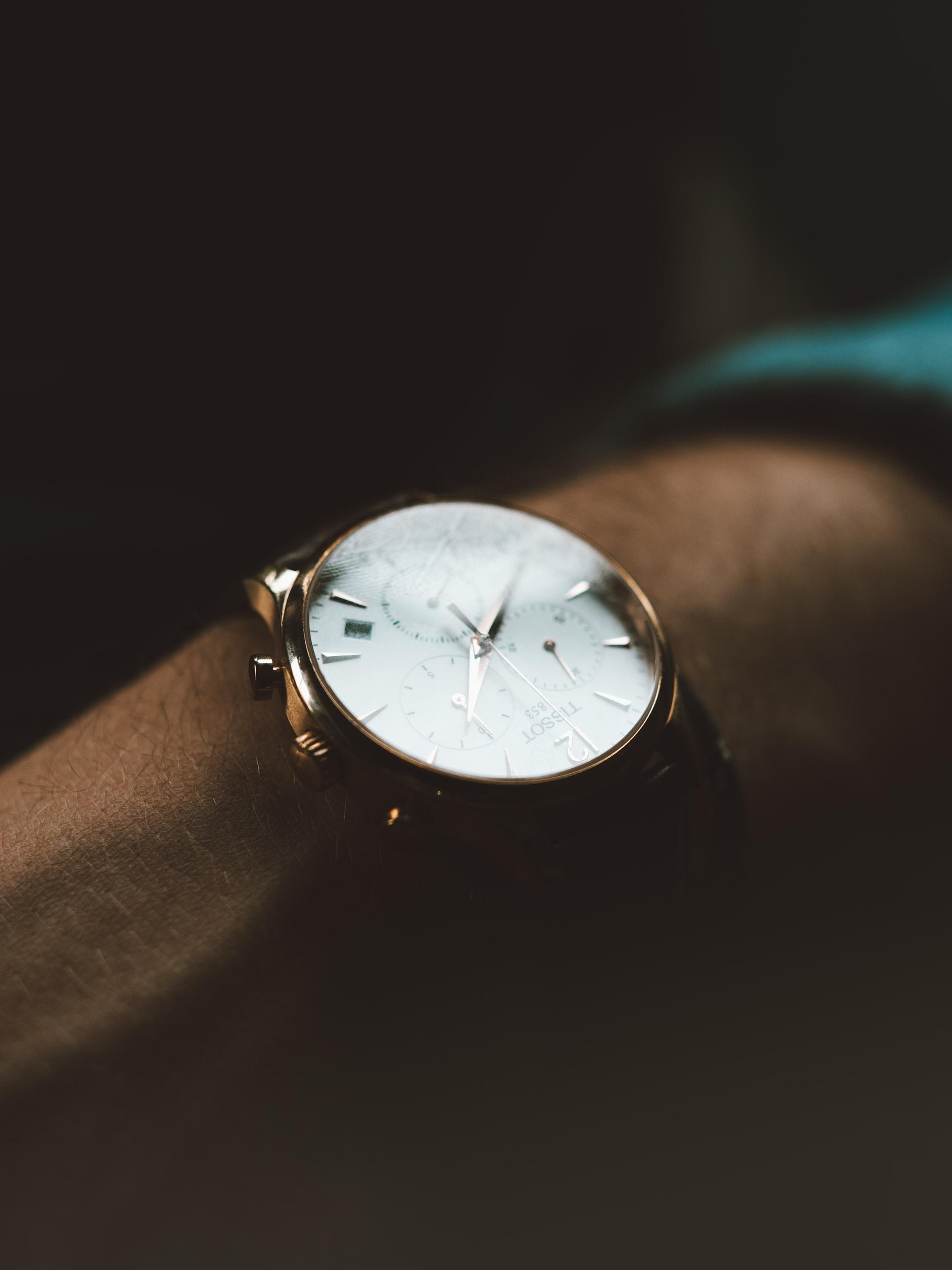 Zegarki do 1000 zł – wyjątkowy styl w korzystnej cenie